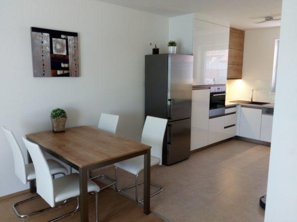 Moderní kuchyňská linka do rodinného domu