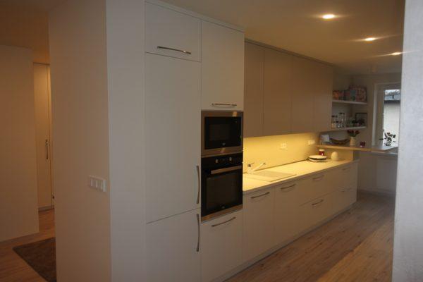 Kuchyňská linka do úzké místnosti