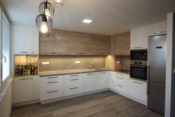 Paneláková kuchyňská linka ke stropu